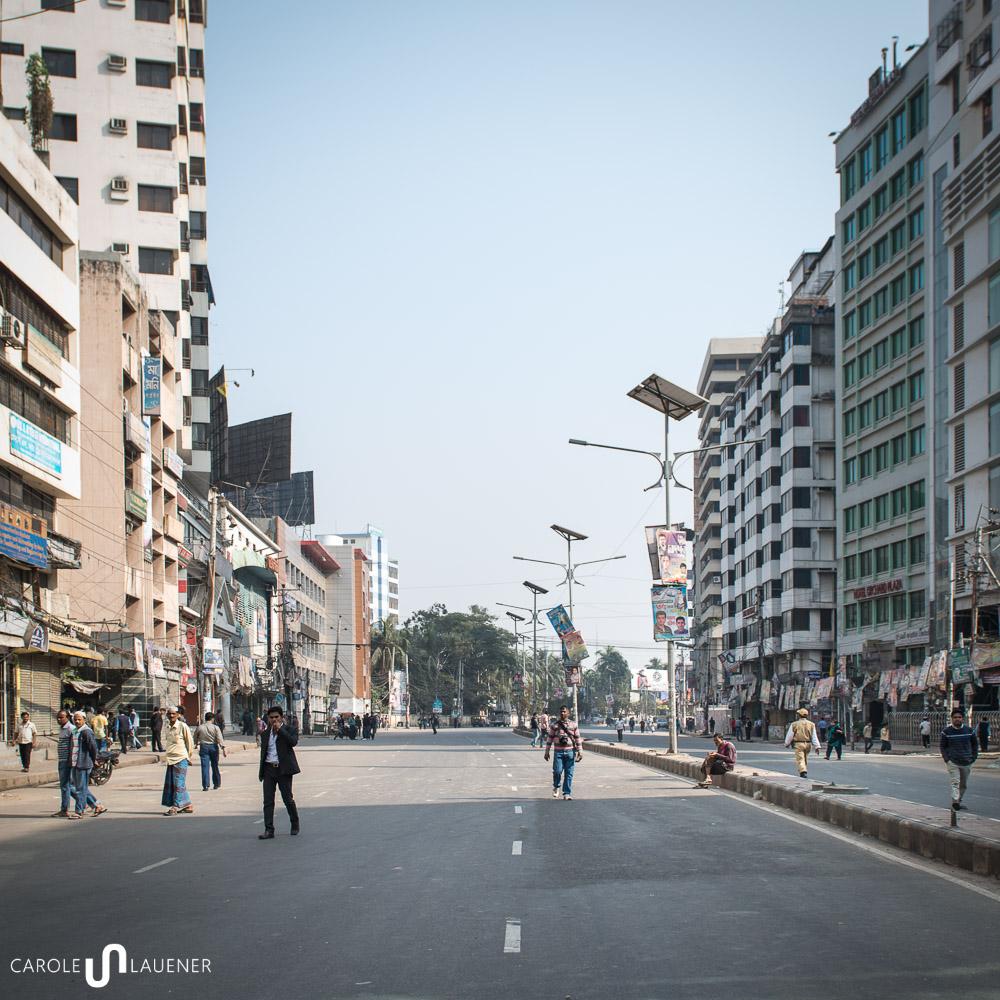 doch auf der abgesperrten Strasse vor dem Büro der Oppositionspartei BNP bleibt es ruhig