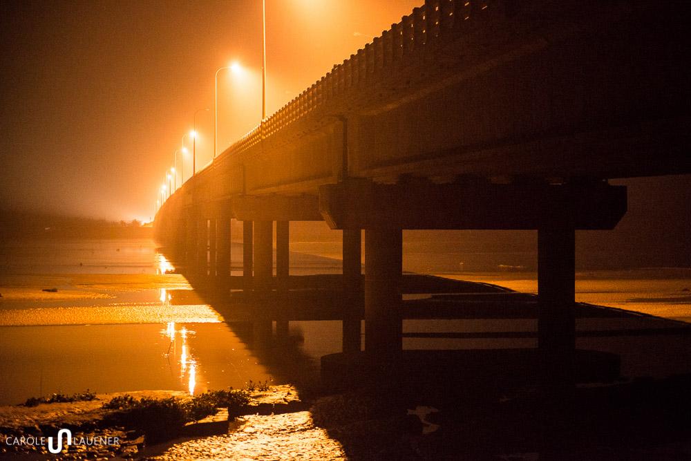 Brücke über den Teesta River. Das Wasser fliesst nur spärlich.
