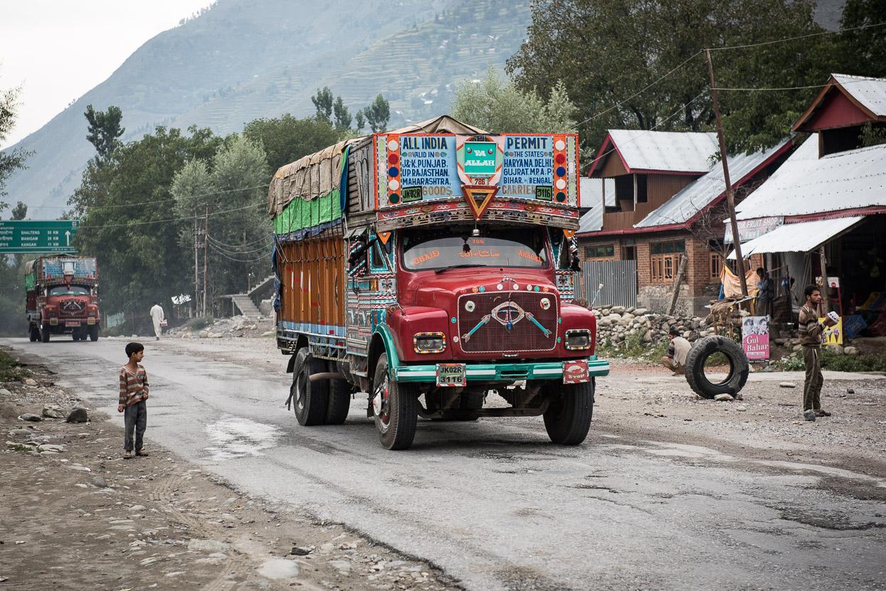 truck on srinagar leh highway 1d