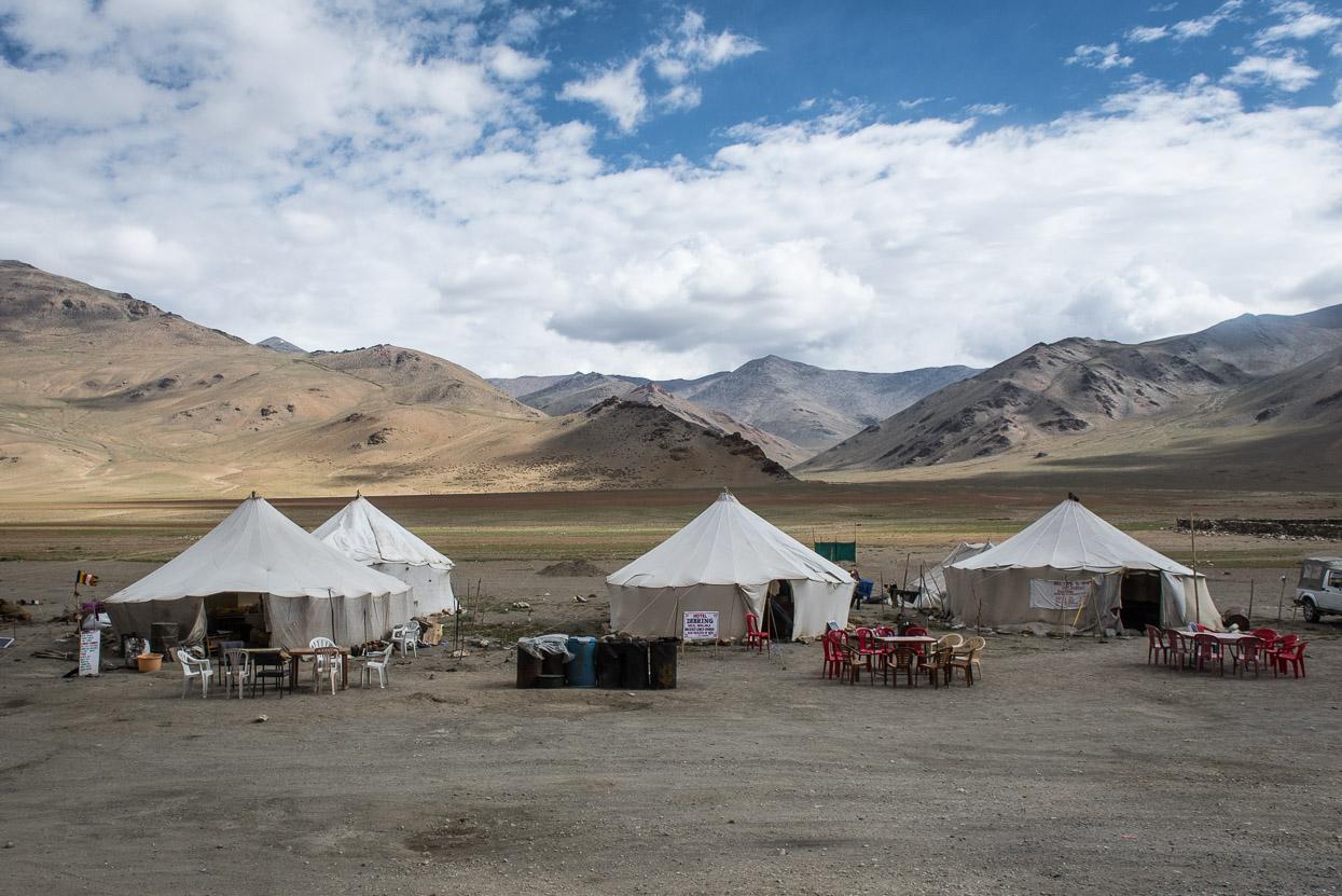 restaurants in tent on manali leh highway