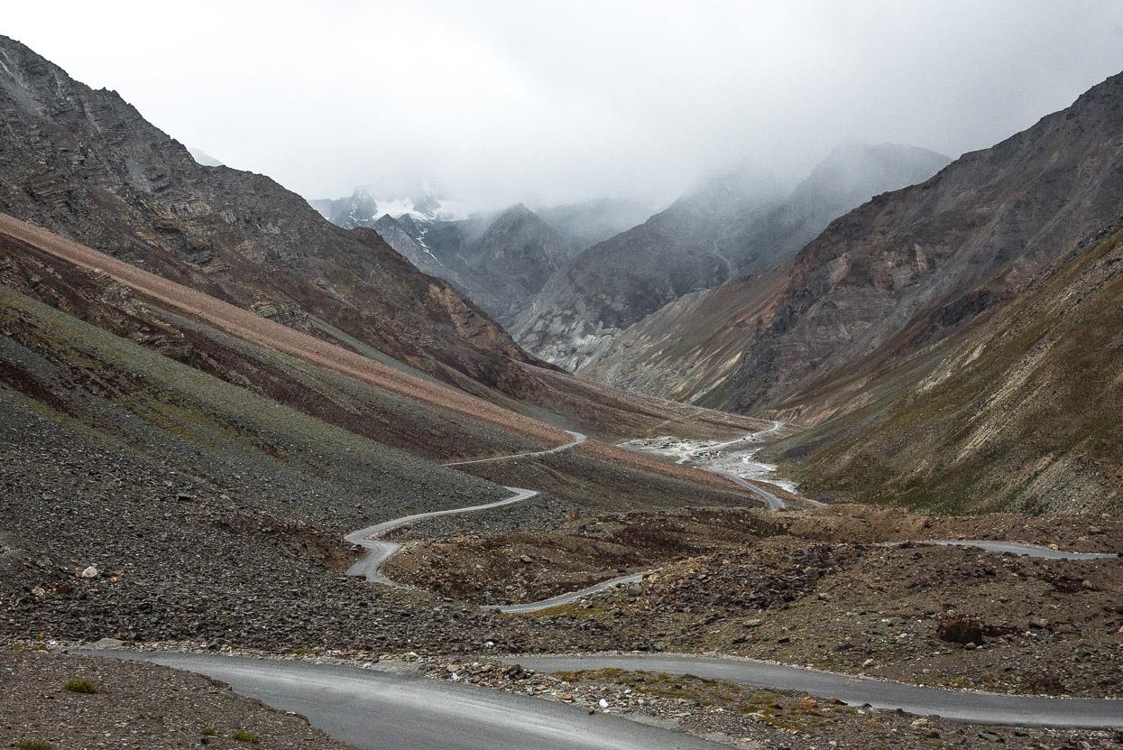 curvy road manali leh highway